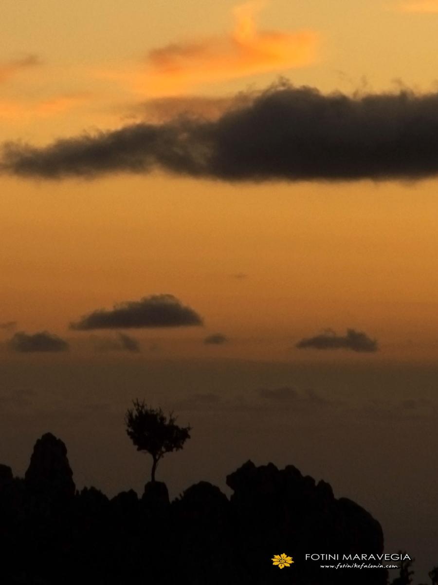 Το ηλιοβασίλεμα από τον Αίνο